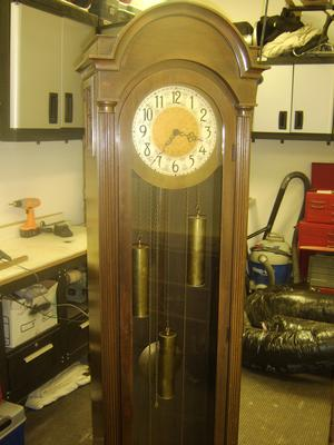 Early Colonial Mfg. Co. hall clock top