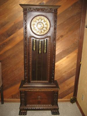 Help identifying this grandfather clock