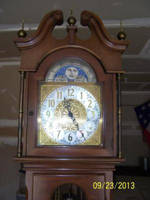 Please HELP! Need to know what clock this is! Face