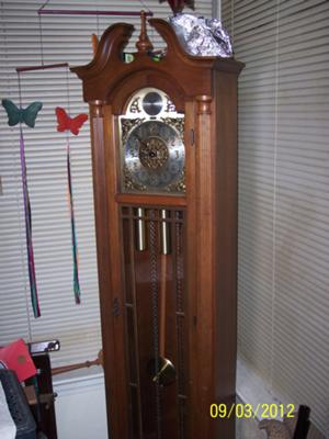 Colonial grandfather clock working