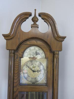 Ridgeway grandfather clock: oak model 253
